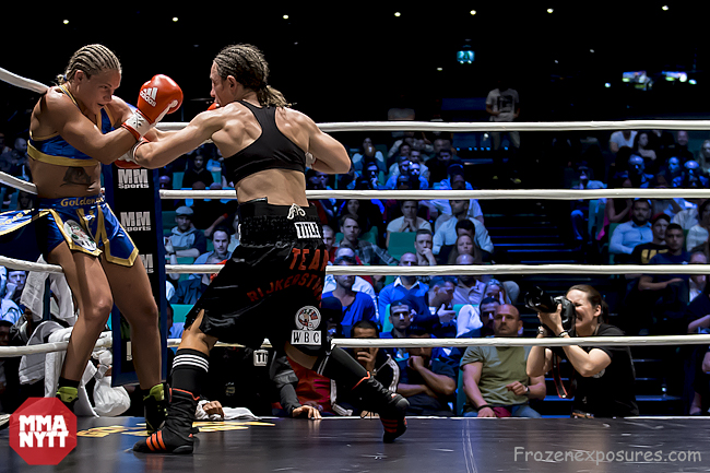 Frida Wallberg vs Diana Prazak